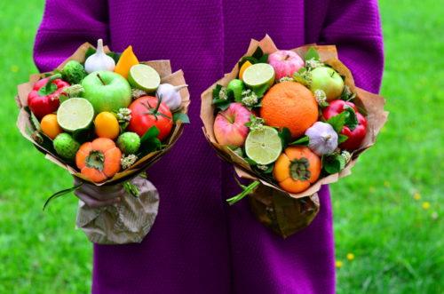букет из фруктов и конфет